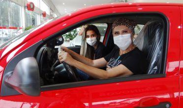 CAMPANHA NATAL 2020: ACIP entrega carro para ganhadora