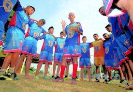 Escudo da fé evangeliza e alcança time de futebol