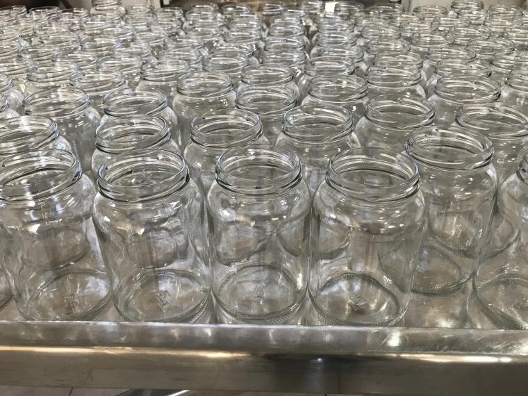 Vidros devidamente esterilizados para garantir qualidade e durabilidade ao doce