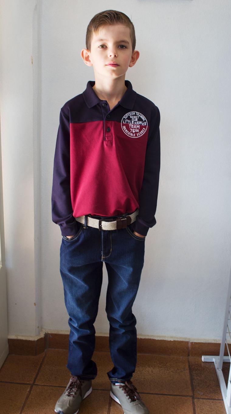 Estilosíssimo com Camisa Polo, Calça jeans e cinto de cadarço com fivela de metal