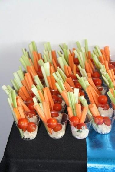 Palitos de Pepino e Cenoura, Tomate-cereja e Molho Tártaro