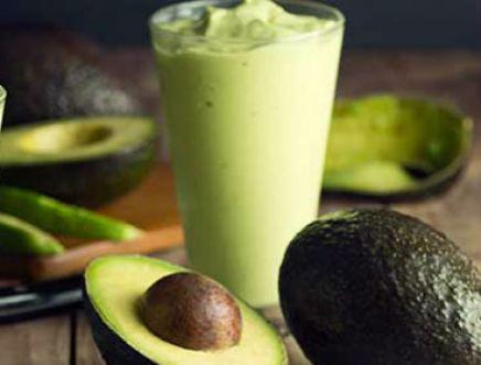 Smoothie de abacate com chá verde