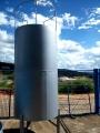 Tanque vertical com pés para armazenamento de combustível Diesel.