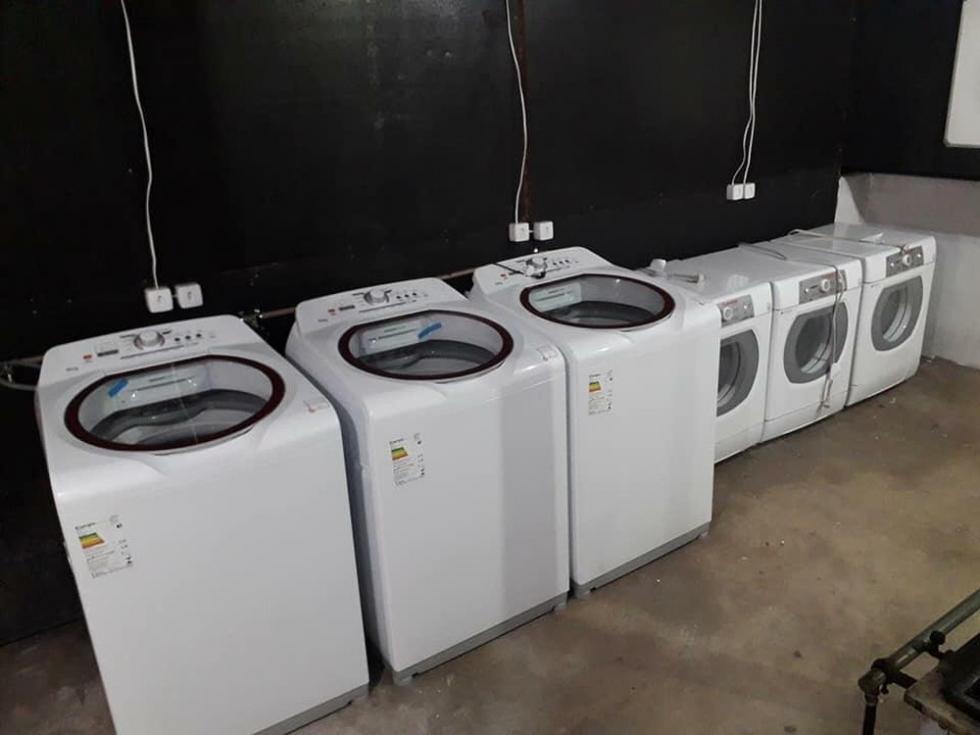 Máquinas de lavar e secar foram adquiridas através de doações para ajudar na limpeza das roupas de bombeiros ? Foto: Márcio Santos/Arquivo pessoal