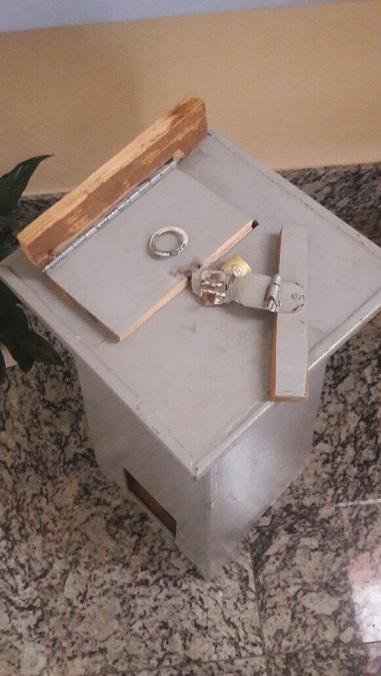 http://piumhifm.com.br/site/postagem/32103/igreja-ns-aparecida-tem-cofres-furtados-durante-a-madrugada