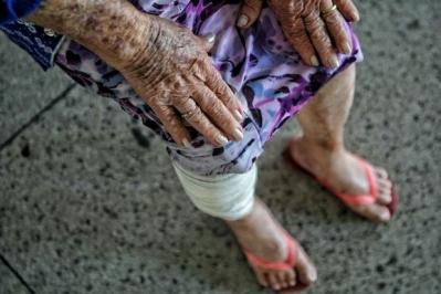 Idosa de 84 anos � agredida a socos e facadas do neto em BH