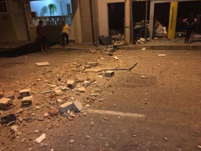 Criminosos explodem ag�ncia banc�ria em Santa Rita de Caldas (MG). (Foto: Jornal Capela)
